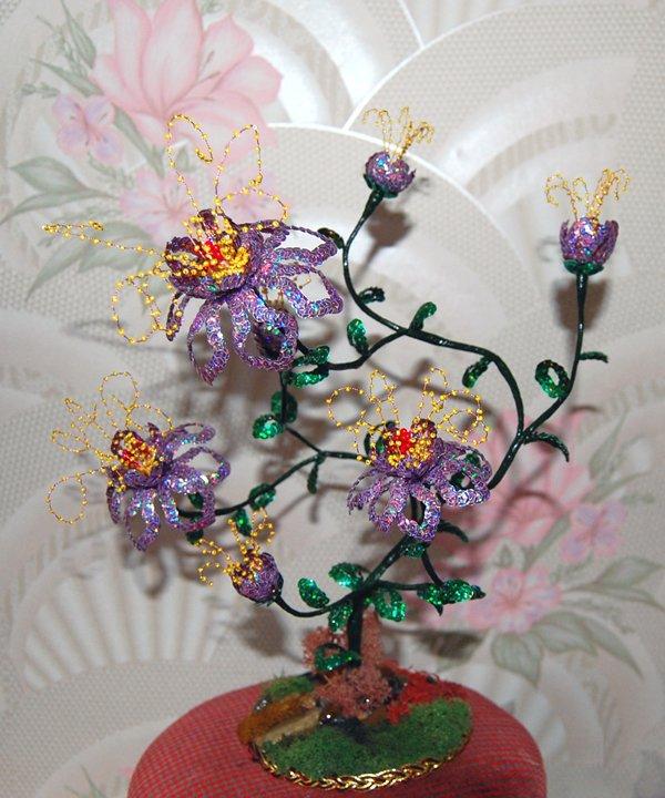 Сайт по теме деревья и цветы из бисера и содержит фото, видео, описания,. если Вы немного спуститесь вниз по стене...